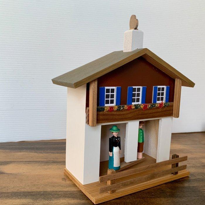 「お天気ハウス」(チロル地方の茶色の屋根)