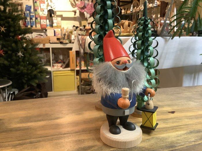 お香人形 JU-WERNER 「ランタンを持つ小人さん」  15cmH