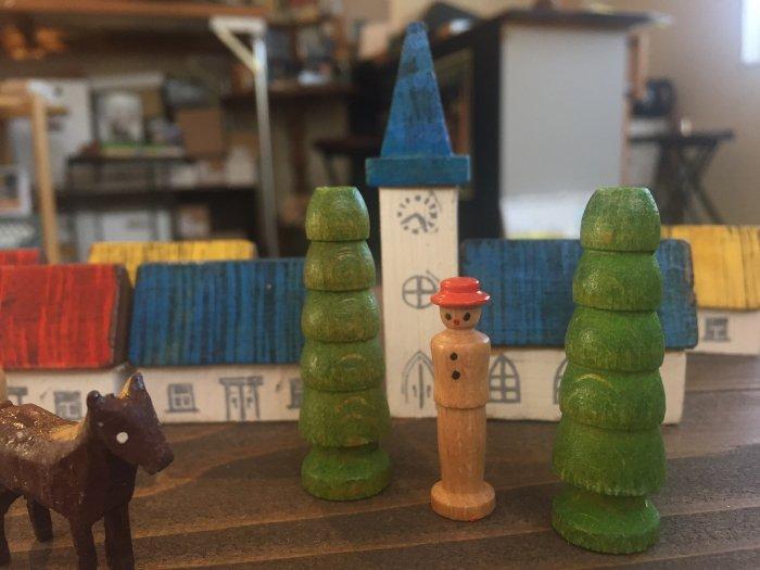 ミニチュア手彫りヴィンテージ「3色屋根の街」