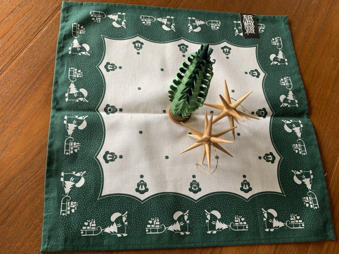 エルツ地方から「伝統柄のナプキン・サンタ」緑色 38x38cm