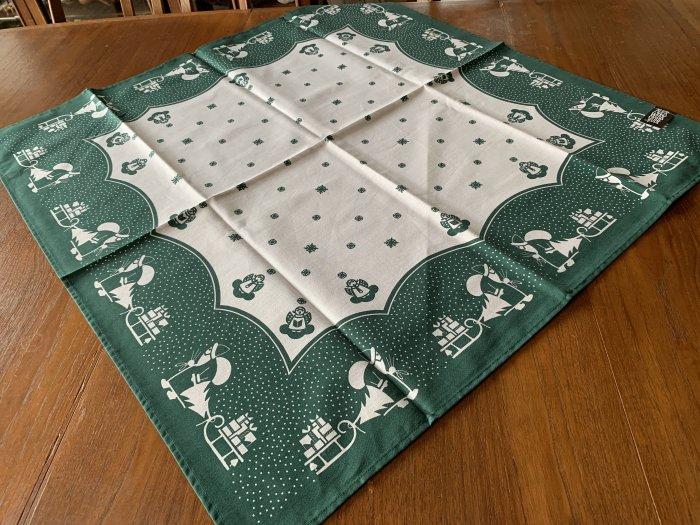 エルツ地方から「伝統柄のテーブルセンター・サンタ」緑色 78x78cm