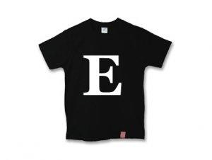 アルファベット 英文字 「 E 」 Tシャツ