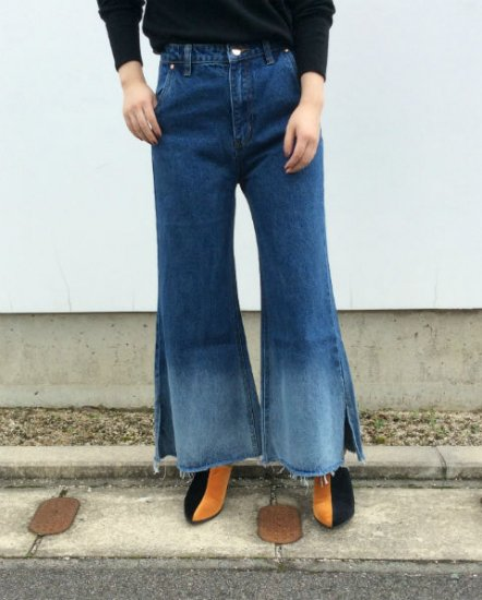 <img class='new_mark_img1' src='https://img.shop-pro.jp/img/new/icons47.gif' style='border:none;display:inline;margin:0px;padding:0px;width:auto;' />「OSKER」Flared denim jeans
