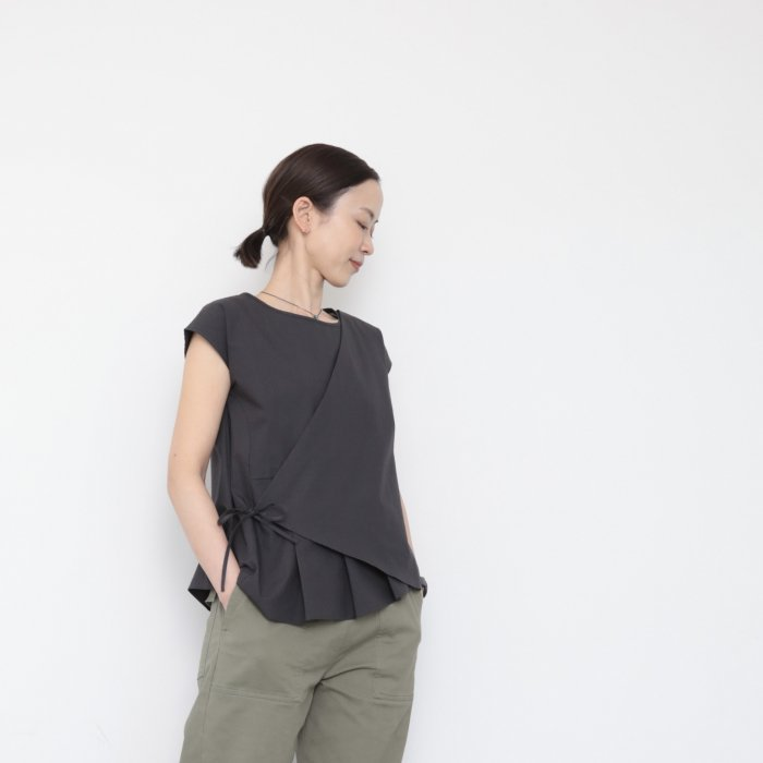 LEE tops / sumi black