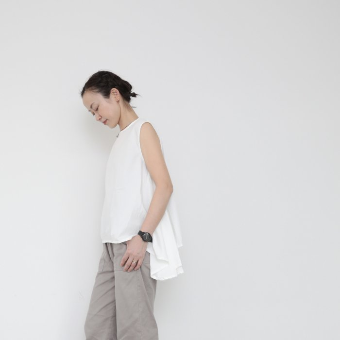 Tail sleeveless tops / white