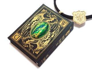 【魔法書】懸賞金つきドラゴンの手配書