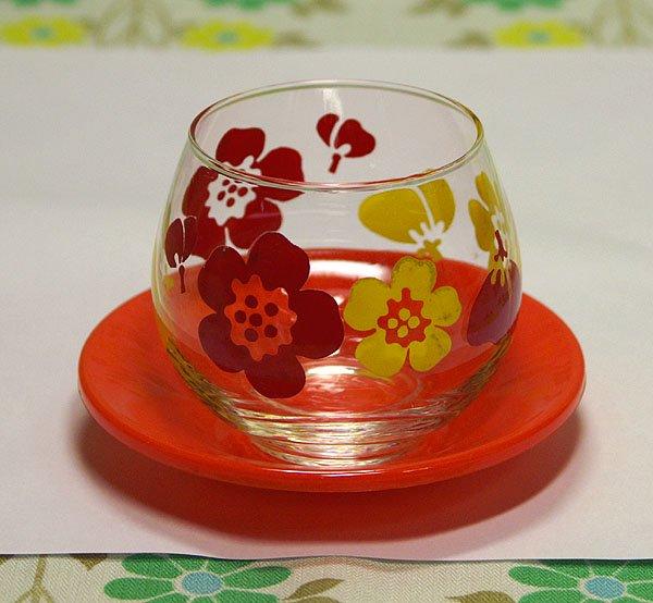 レトロポップ イエロー×レッド 花柄 冷茶グラス 茶托付き