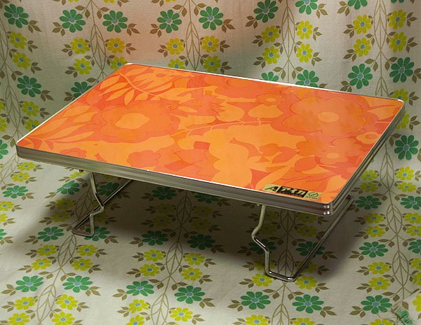 レトロポップ 折りたたみテーブル オレンジ花柄