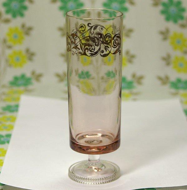 レトロポップ ピンクガラス 草紋 脚付き グラス