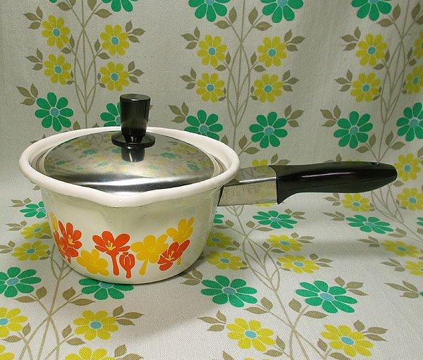 レトロポップ イエロー×オレンジ花柄 ホーロー製 ミルクパン