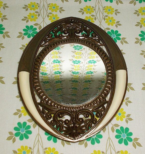 昭和レトロ 象牙風花差し付き 壁掛けミラー