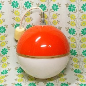 レトロポップ オレンジ×ホワイト ボール型 蛍光灯ペンダントランプ