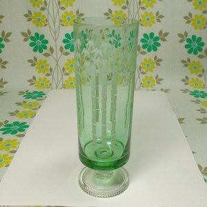レトロポップ 緑ガラス 竹柄 足付きグラス