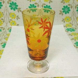レトロポップ アンバーガラス デイジー花柄 足付きグラス