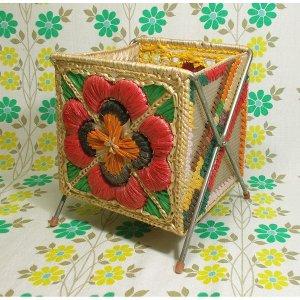 昭和レトロポップ 編みつけ刺繍 花柄 カゴボックス