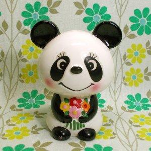 昭和レトロポップ RUNE 陶器製 花束を抱えたパンダ 貯金箱人形