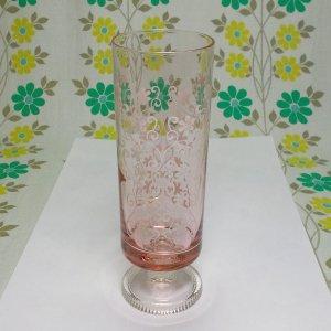 レトロポップ ピンクガラス 足付きグラス 草花紋 ポピー