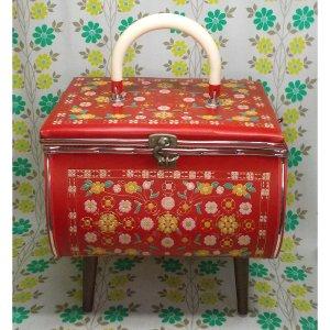 レトロ 脚付き 型押し花柄 裁縫箱