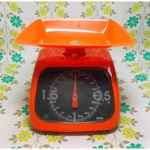 レトロポップ タニタ キッチンスケール 2kg オレンジ 角型