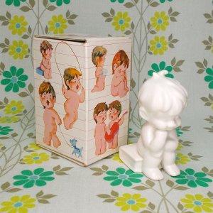 レトロファンシー 千趣会 Skip 白い陶器人形 「ものおもい」