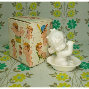 レトロファンシー 千趣会 Skip 白い陶器人形 「みずあそび」