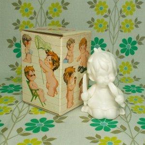 レトロファンシー 千趣会 Skip 白い陶器人形 「およばれ」