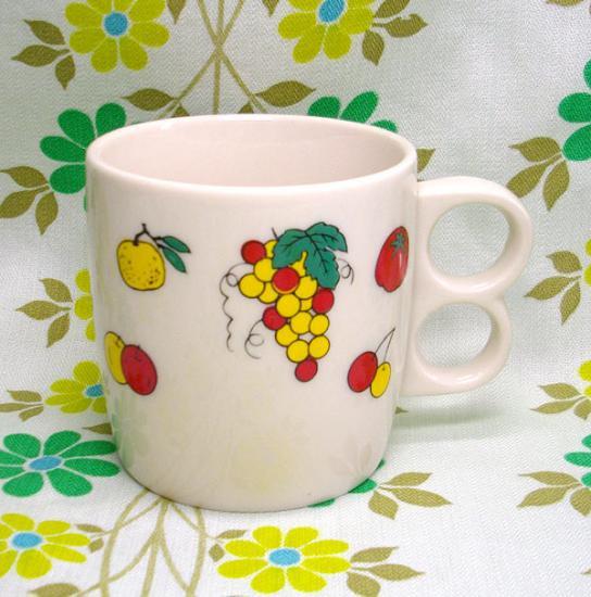 磁器製 レトロマグカップ フルーツ柄