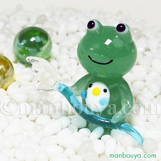 カエル 雑貨 置物 ガラス細工 ミニチュア かえる 小鳥 ホースで水まき ジョイラッククラブ