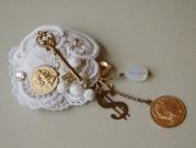 coin lace brooch [umloo]
