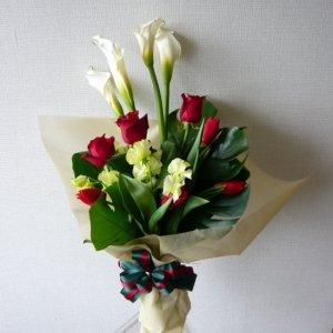 花束「カラーとバラのシンプルブーケ」