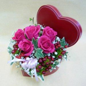 アレンジメント「ピンク薔薇のハートボックス」