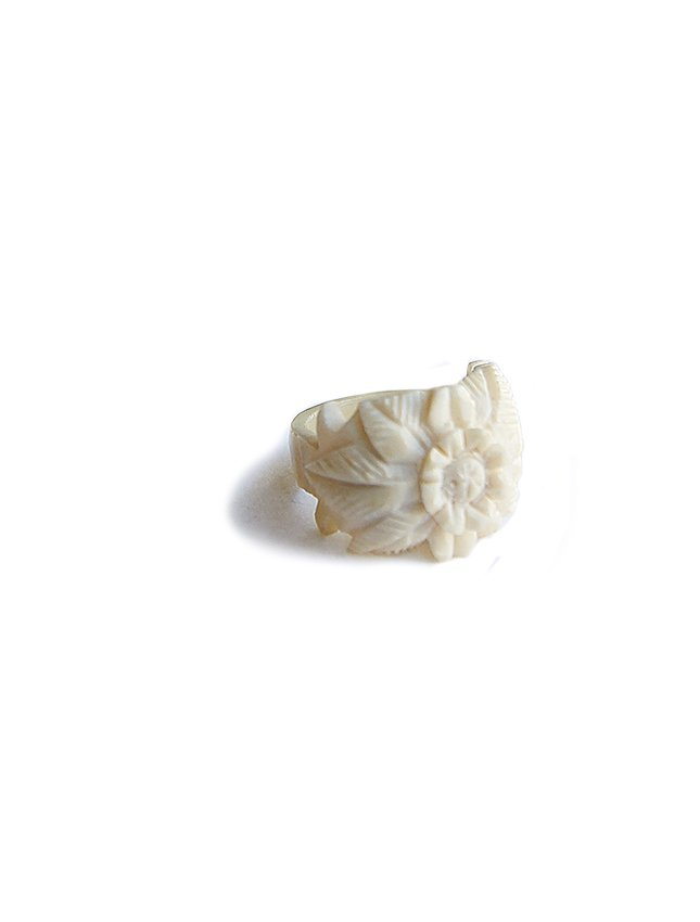 OLD IVORY FLOWER RING