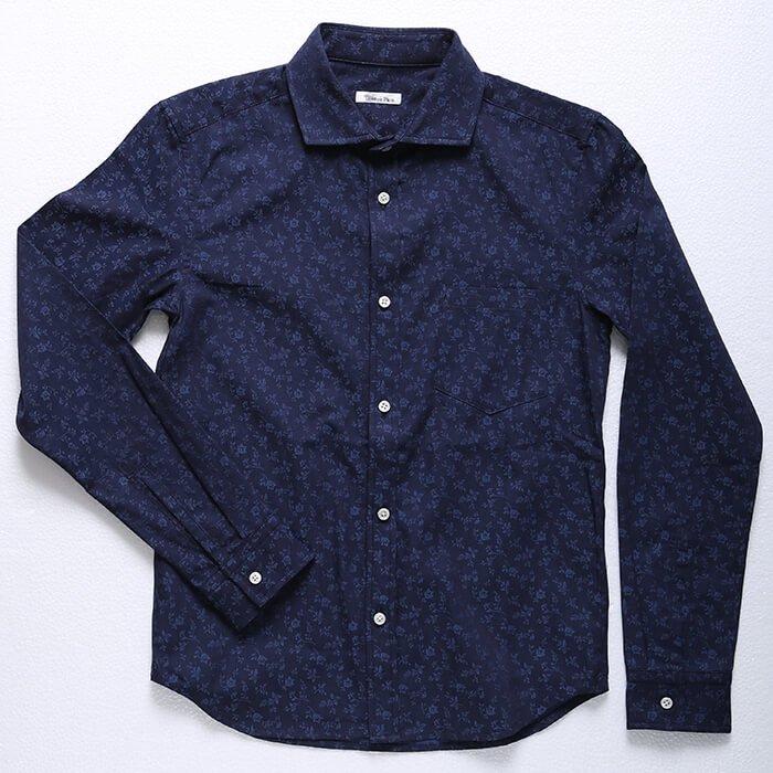 大人の色気を創出する。展示会でも一番人気だったデザインのシャツです。シルエットは当店の定番を継承。ホワイトを始め、様々な配色のパンツに合わせられるメンズXS万能シャツです。