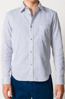 メンズキレイめコーデと相性の良い定番のネイビーストライプシャツ。袖口、襟の裏側から覗くカラーのワンポイントがオシャレなXSサイズのシャツです。袖をまくった時など爽やかな印象を足します。控えめなのにしっかり主張できる一枚です。