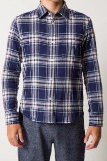 大人カジュアルのラフスタイルからキレイめのアクセントまで、万能に着まわせるチェックシャツです。ネイビーとホワイトを基調に赤のラインが入ったXSサイズのメンズシャツ。
