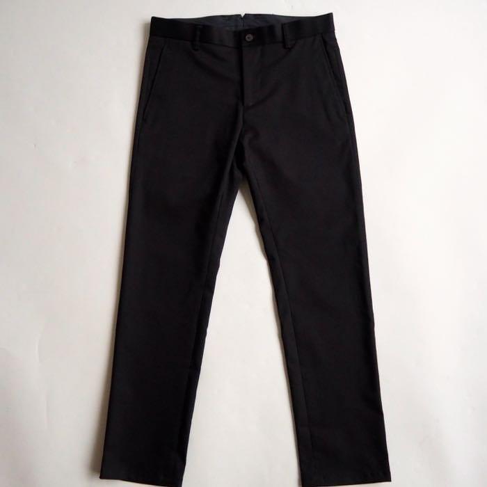 メンズファッションの定番「黒パンツ」をこだわりXSサイズで作りました!黒いチノ素材で作ったテーパードスラックスなので、  どんなスタイルにも似合い、脚長効果から全体的にスタイル良く見えます。