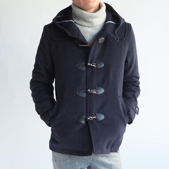 スタイルがかっこよく決まる、小柄男性のために作られたここだけのダッフルコートです。あらゆるところにこだわった、冬のXSサイズカジュアルアウターの定番。