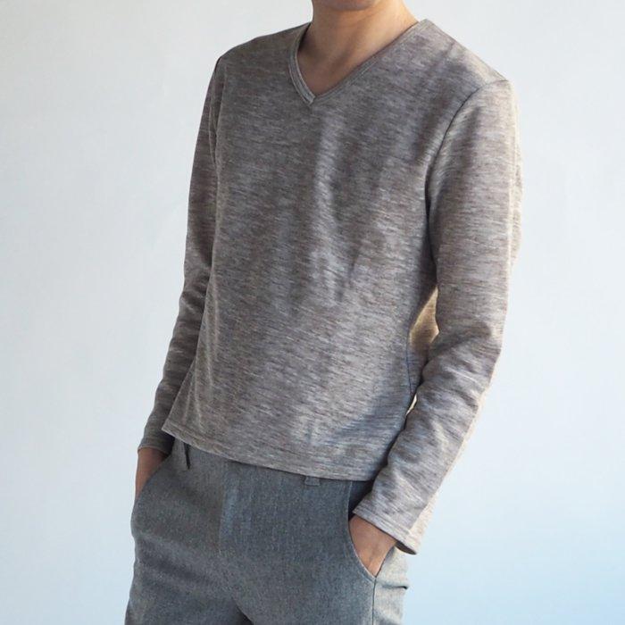 柔らかく、程よく体にフィットする!着心地の良いニットソー。メンズXSのサイズ感でそのまま着てもよし、インナーに着てもよし、重ね着にしてもよしのオールマイティなアイテムです。