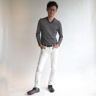 小柄男性に嬉しいボーダー柄長袖カットソー。メンズXSのサイジングにしっかりと体にフィットするデザインは、体型をカバーし、スタイル良く見せることができ、1枚で着てもワンランク上の演出をします。