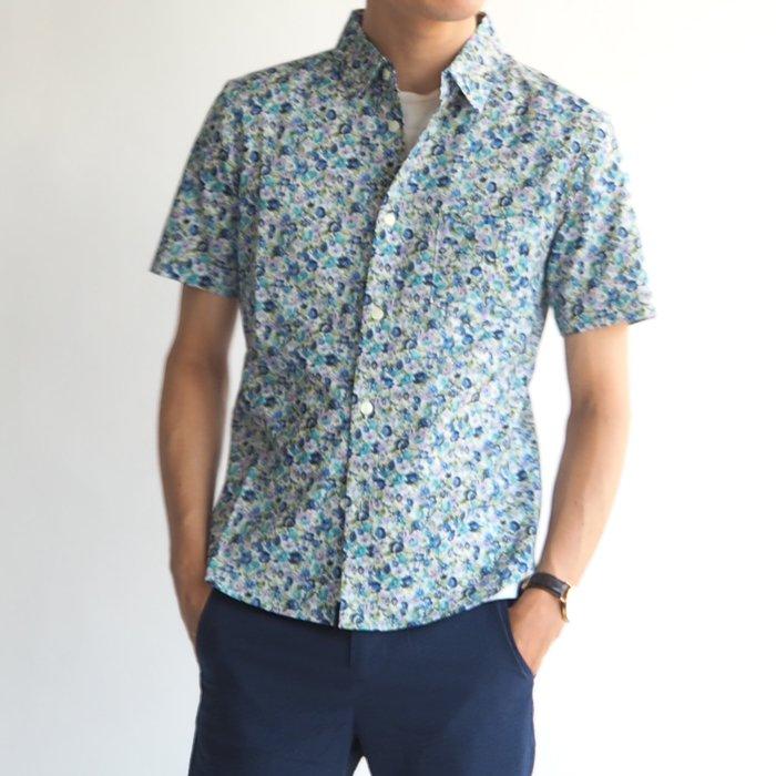 レジャーにぴったりなキレイ目カジュアルの定番!小花柄半袖シャツ(ブルー・XSサイズ)