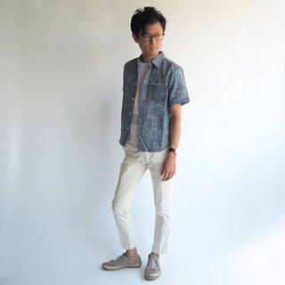 少しハードな高級リネンHardmans(ハードマンズ)リネンを100%使用した、見た目も涼しい夏に最適のXSサイズ半袖シャツです。涼しいだけでなく、形崩れしにくいしっかりした仕上がりの1着です。
