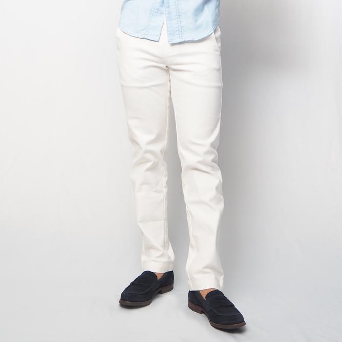 XSサイズのパンツランキング2位はテーパードスラックスパンツ(ホワイト・XSサイズ)です。シルエットやサイズ感にこだわった、着るだけでできる男に見える自信作!