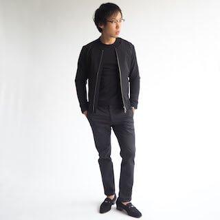 タフタ生地が特徴的なファッショナブルなデザインの、XSサイズノーカラーカジュアルアウターです。ナイロンのシャカシャカした生地感とブラックが、洗練された大人カジュアルに仕上げる1着です。