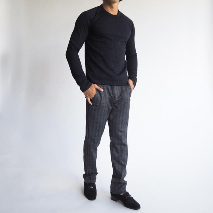 柔らかく伸縮性抜群で着心地がとても良いグレーンチェック柄の、テーパードのシルエットがカッコいい、小柄男性のためのチェック柄がのパンツです。