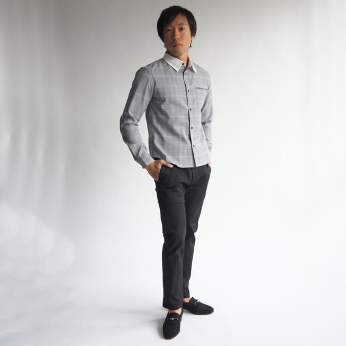 知的でクラシックな印象が魅力のグレーンチェッククレリックシャツXSサイズです。カジュアルスタイルはもちろん、ジャケパンスタイルも一段知的で華やかにスタイルアップする、小柄・低身長の男性のためのドレッシーな1枚です。