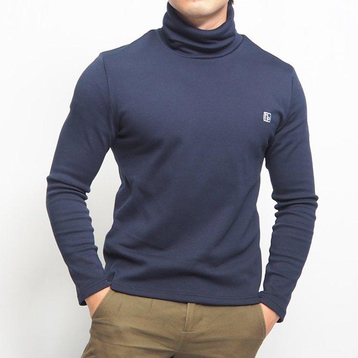 厚めの暖かな生地を使ったロゴ刺繍入りのハイネックウォームカットソーです。伸縮性抜群で、ガッチリ体型から細身体型の小柄男性の方まで着ていただくことができる暖かいカットソーです!