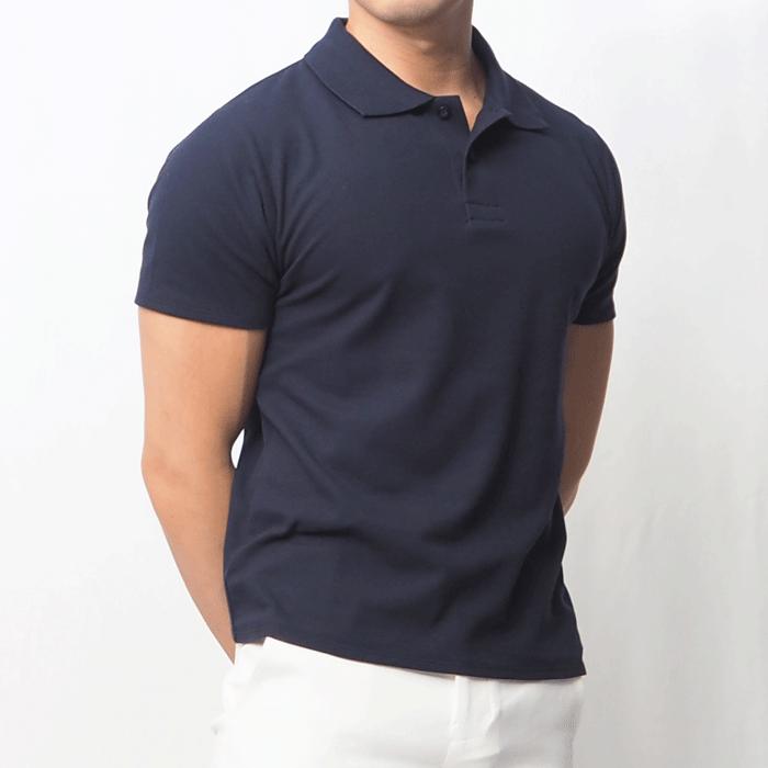 夏に使い勝手の良いシンプルなポロシャツができました。色もネイビーとホワイトでどんなボトムスの上に合わせても爽やかにキマる1枚です。