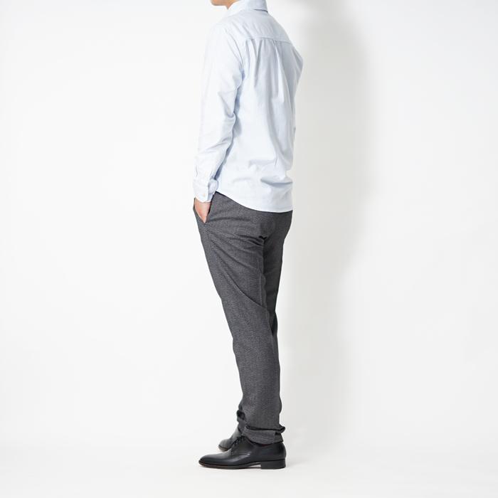 小柄・低身長の男性がカッコよく見えるシルエットに仕上げた、XSサイズのキレイめスラックスです。ドレスデザインでありながらカジュアル使いもいただける工夫を施したこだわりのスラックスです。
