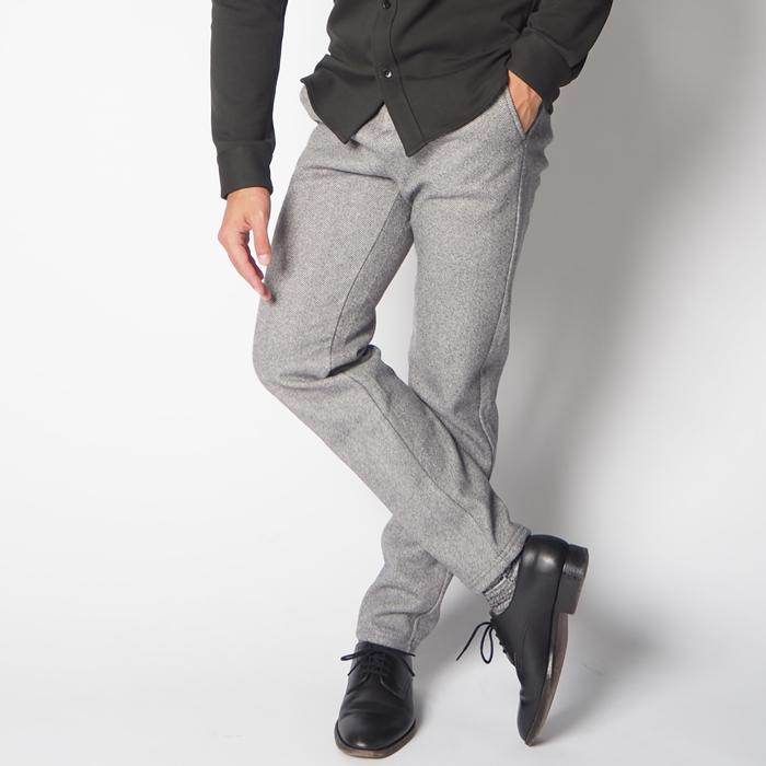 ウールの様な質感がキレイな印象の、とても暖かい小柄男性のためのカジュアルパンツ。こだわったテーパードラインは低身長を感じさせず、スタイルアップします。