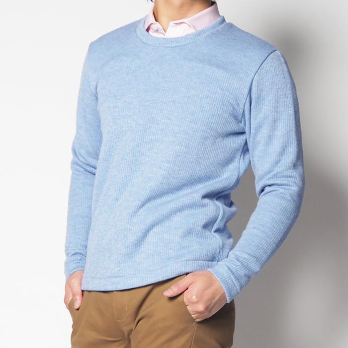 カジュアルさと上品さ、そしてリラックスな雰囲気を演出してくれる、小柄男性が着られて見えないよう工夫したこだわりのXSサイズセーター。